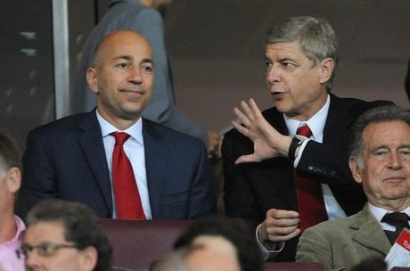 Lanh dao Arsenal len tieng ve tuong lai Wenger - Anh 1