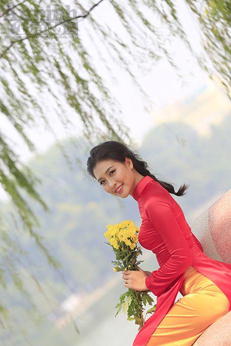 Ngam thieu nu dan toc Co Lao trong trang phuc ao dai co do sao vang - Anh 8