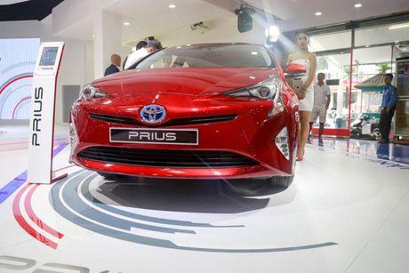 Chi tiet xe Toyota chay 100 km het 2,5 lit xang - Anh 1