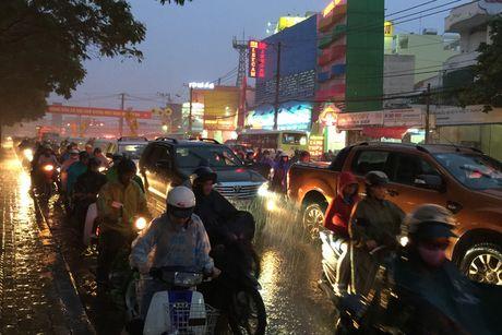 TPHCM: Ket xe khung khiep o cua ngo Sai Gon - Anh 11