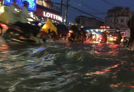 TPHCM: Ket xe khung khiep o cua ngo Sai Gon - Anh 14