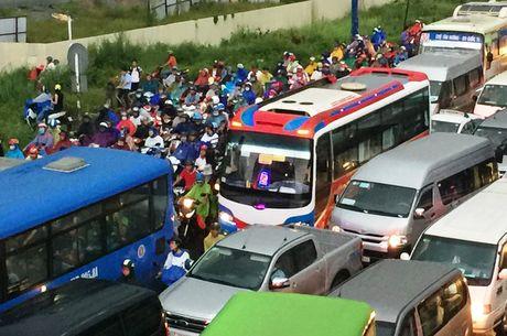 TPHCM: Ket xe khung khiep o cua ngo Sai Gon - Anh 9