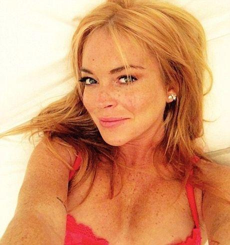 Thu thuat trang diem giup Lindsay Lohan giau nhem tan nhang - Anh 1