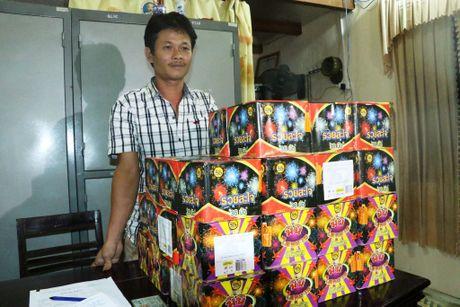 Bat giu doi tuong mua ban gan 80kg phao no - Anh 1
