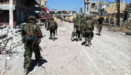 Chien su Syria: Quan chinh phu ao at danh chiem phia Dong Aleppo - Anh 1