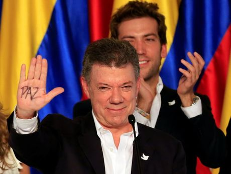 Tong thong Colombia khong biet tin nhan giai vi... dang ngu - Anh 2
