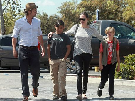 Brad Pitt lan dau duoc gap con sau vu ly hon - Anh 2