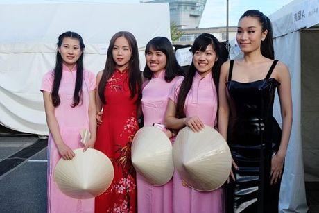 Phuong Ly duoc nguoi ham mo tai Nhat goi la 'my nhan nguoi Viet' - Anh 3
