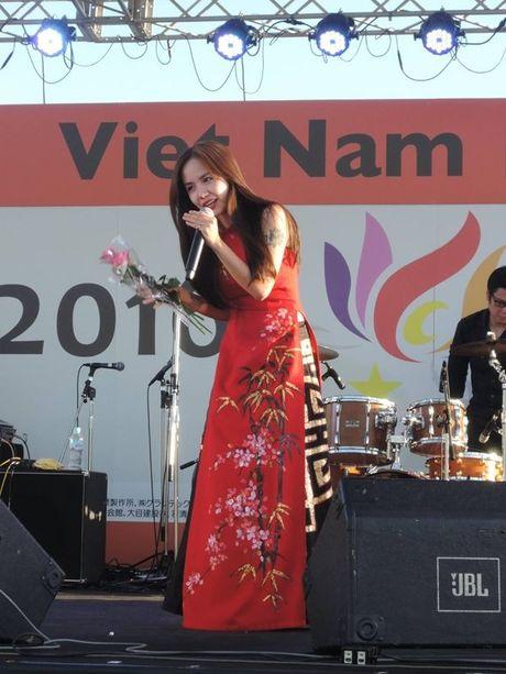 Phuong Ly duoc nguoi ham mo tai Nhat goi la 'my nhan nguoi Viet' - Anh 8