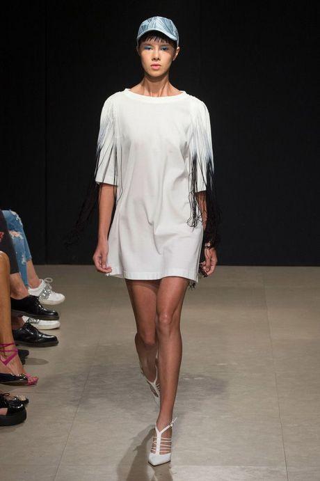 Nguoi mau va tin do thoi trang Viet thay phien nhau 'lam loan' mua Fashion Week Xuan He 2017 - Anh 9