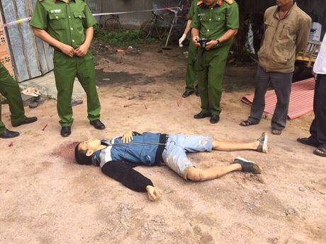 Binh Thuan: Dan lang bao vay, danh ke trom den chet - Anh 1