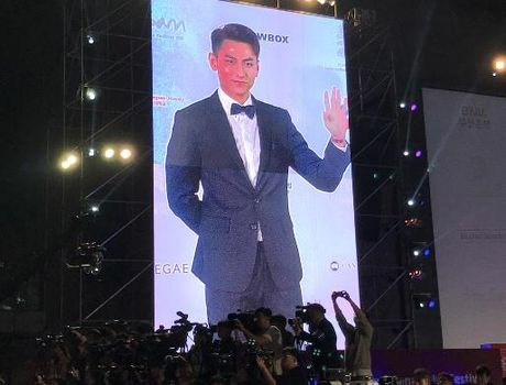 Isaac noi bat giua dan sao Han tai Lien hoan phim Busan - Anh 7
