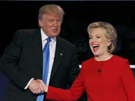 Chuyen gia FBI goi y 'lat tay' chieu noi doi cua ong Trump, ba Clinton - Anh 1