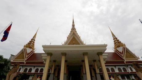 Dang doi lap Campuchia tiep tuc tay chay quoc hoi - Anh 1