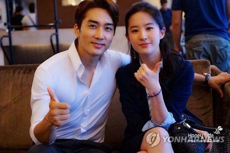 Song Seung Hun don tuoi 40 ben Luu Diec Phi - Anh 1