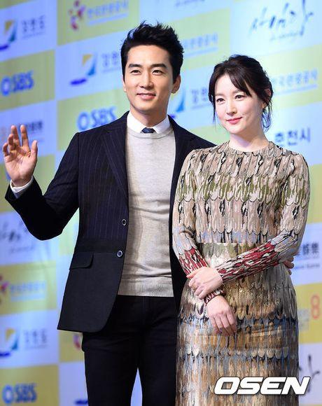 Song Seung Hun don tuoi 40 ben Luu Diec Phi - Anh 2