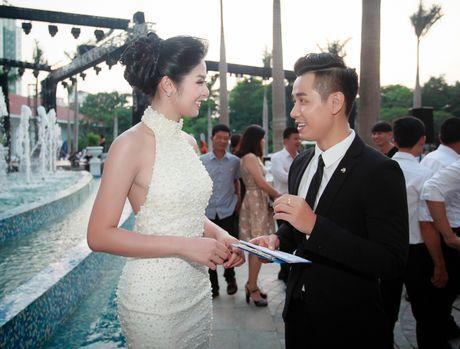 MC Nguyen Khang lich lam ben a hau Huyen My - Anh 4