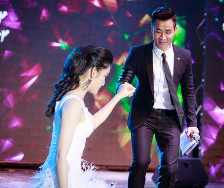 MC Nguyen Khang lich lam ben a hau Huyen My - Anh 8