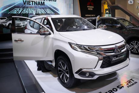 Pajero Sport 2016 gia tu 1,4 ty, canh tranh Toyota Fortuner - Anh 1