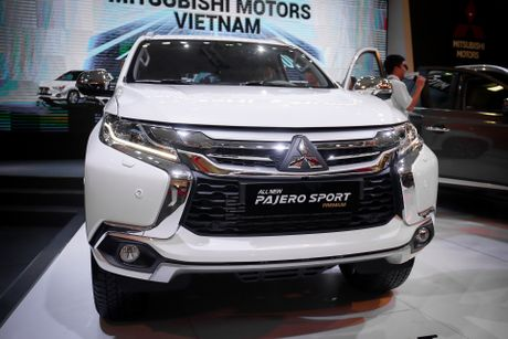 Pajero Sport 2016 gia tu 1,4 ty, canh tranh Toyota Fortuner - Anh 2