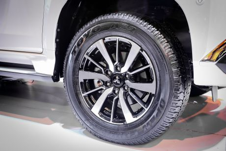 Pajero Sport 2016 gia tu 1,4 ty, canh tranh Toyota Fortuner - Anh 4