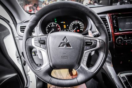 Pajero Sport 2016 gia tu 1,4 ty, canh tranh Toyota Fortuner - Anh 7