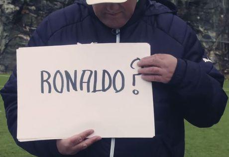 Nam HLV co y tuong 'dien ro' voi Ibra va Ronaldo - Anh 1