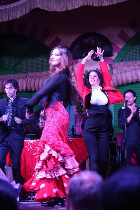 Thuong thuc vu dieu Flamenco nong bong o Tay Ban Nha - Anh 3