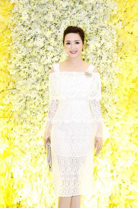 Giang My dien vay ren khoe nhan sac thach thuc thoi gian - Anh 1