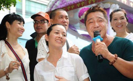 Chuyen xuc dong vo cung ben mo Le Cong Tuan Anh - Anh 3