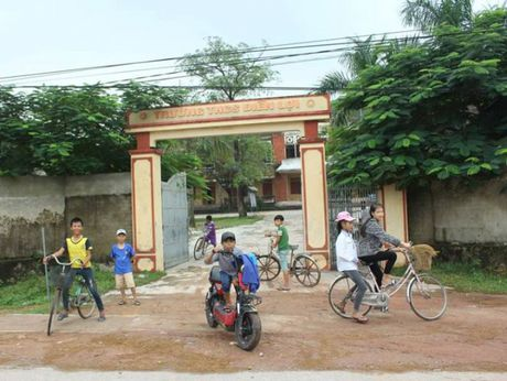 Nghe An: Giao vien Van, Su dung lop day Hoa, Sinh - Anh 1