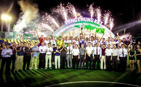 VCK Giai bong da mini phong trao toan quoc – Cup Bia Saigon 2016: Ngay hoi dinh cao cua bong da phong trao - Anh 1