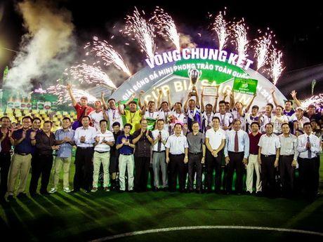 VCK Giai bong da mini phong trao toan quoc – Cup Bia Saigon 2016: Ngay hoi dinh cao cua bong da phong trao - Anh 2