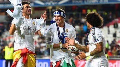NONG: UEFA muon chuyen lich thi dau Champions League sang cuoi tuan - Anh 1