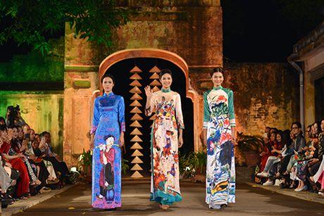 Hoa hau Ngoc Han lan dau dem thiet ke den 'Festival ao dai Ha Noi' - Anh 1