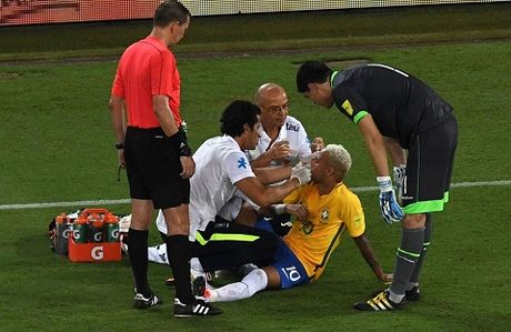 Brazil 5-0 Bolivia: Neymar bi danh chay mau trong ngay ghi ban thu 300 trong su nghiep - Anh 4