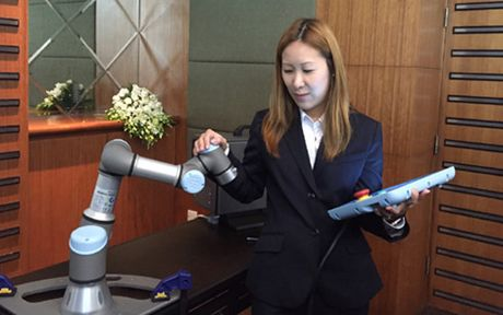 Doanh nghiep Viet Nam sap duoc tiep can robot cong nghiep - Anh 1
