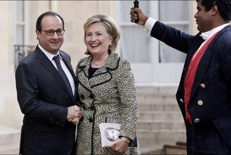 Francois Hollande: Khong co lua chon nao khac ngoai ba Clinton - Anh 1