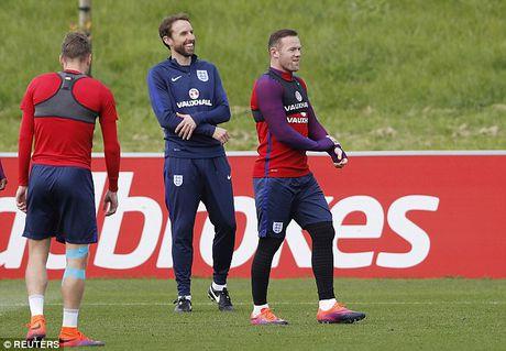 Du bi o MU, Wayne Rooney van duoc dao bao vi tri tren tuyen Anh - Anh 1