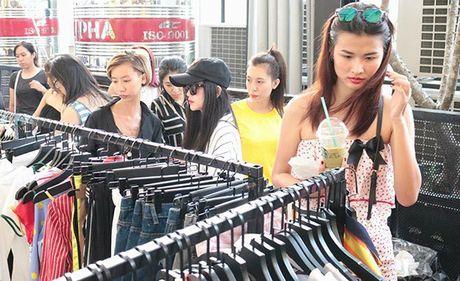 Khac biet co ban trong cach mua sam cua teen Ha Noi - Sai Gon - Anh 4