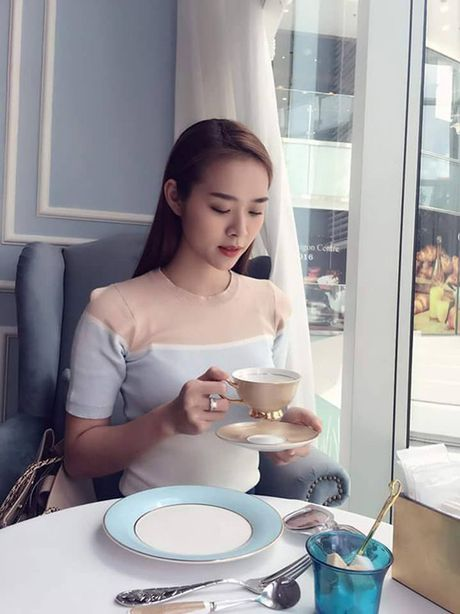 Sao Viet 8/10: Huyen Baby nhu tuong sap, Ngoc Trinh dang nuot hon ma no canh - Anh 5