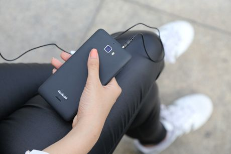 Ngam nguoi dep 'toa nang' cung smartphone Coolpad Roar 3 - Anh 7