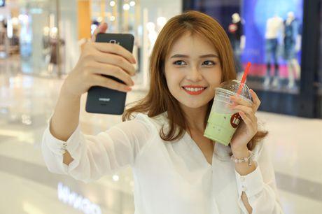 Ngam nguoi dep 'toa nang' cung smartphone Coolpad Roar 3 - Anh 9
