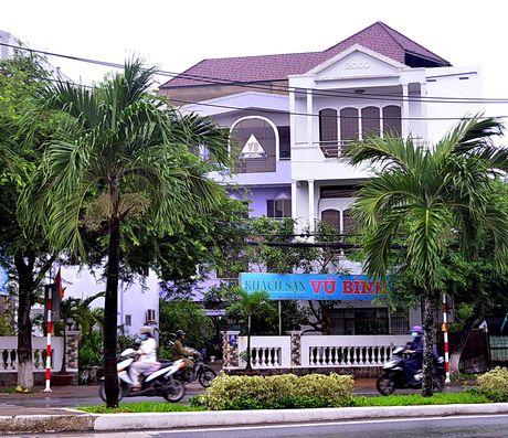Bat giam doc doanh nghiep lua dao Ngan hang VCB Tay Do - Anh 3