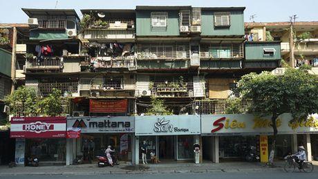 Nha cu mat pho Ha Noi: Duoi long lanh, tren xap xe - Anh 1