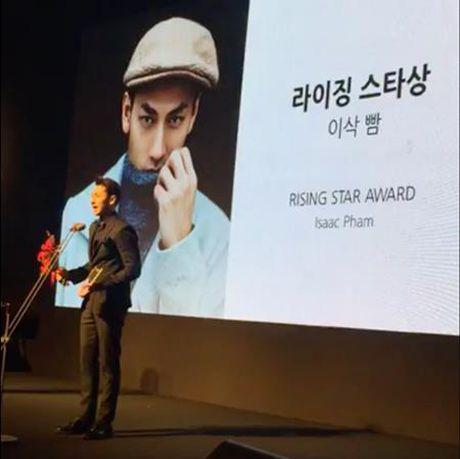 Isaac nhan giai thuong 'Ngoi sao moi' tai Lien hoan phim quoc te Busan - Anh 1