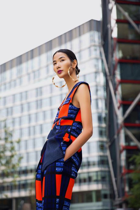 Hoang Thuy khoe street style ruc ro o London - Anh 1