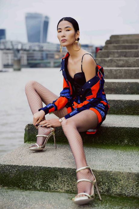 Hoang Thuy khoe street style ruc ro o London - Anh 6
