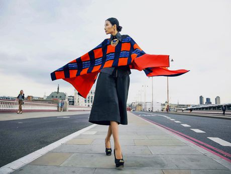 Hoang Thuy khoe street style ruc ro o London - Anh 7