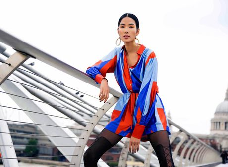 Hoang Thuy khoe street style ruc ro o London - Anh 9